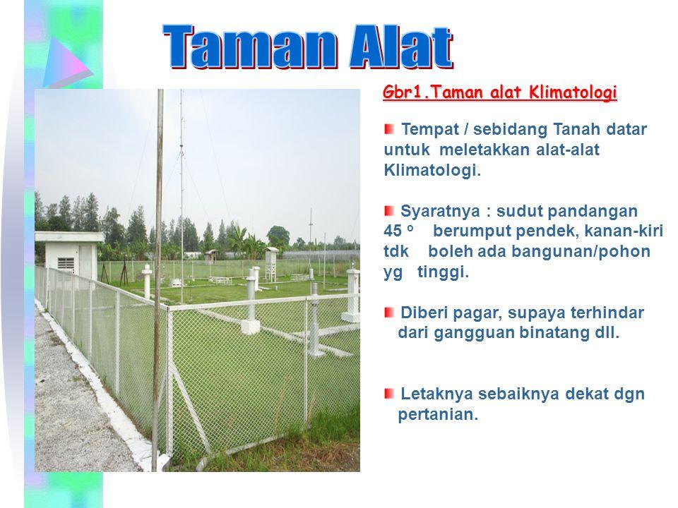 Gbr1.Taman alat Klimatologi Tempat / sebidang Tanah datar untuk meletakkan alat-alat Klimatologi. Syaratnya : sudut pandangan 45 o berumput pendek, ka