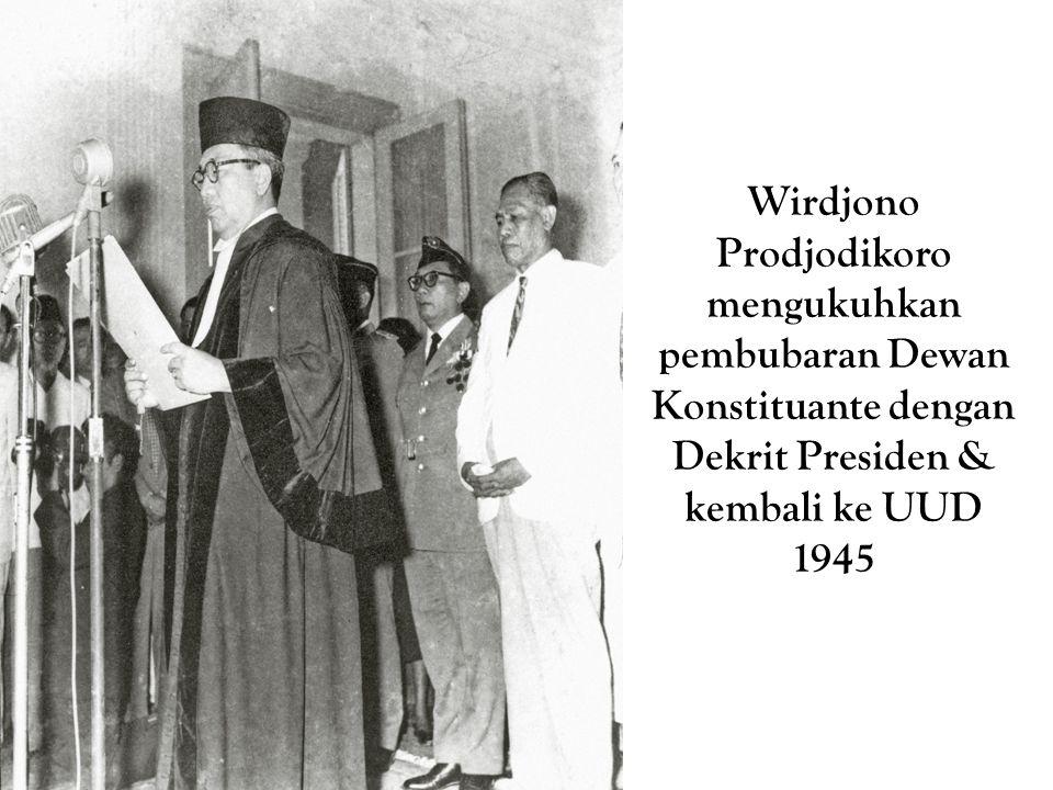 Wirdjono Prodjodikoro mengukuhkan pembubaran Dewan Konstituante dengan Dekrit Presiden & kembali ke UUD 1945