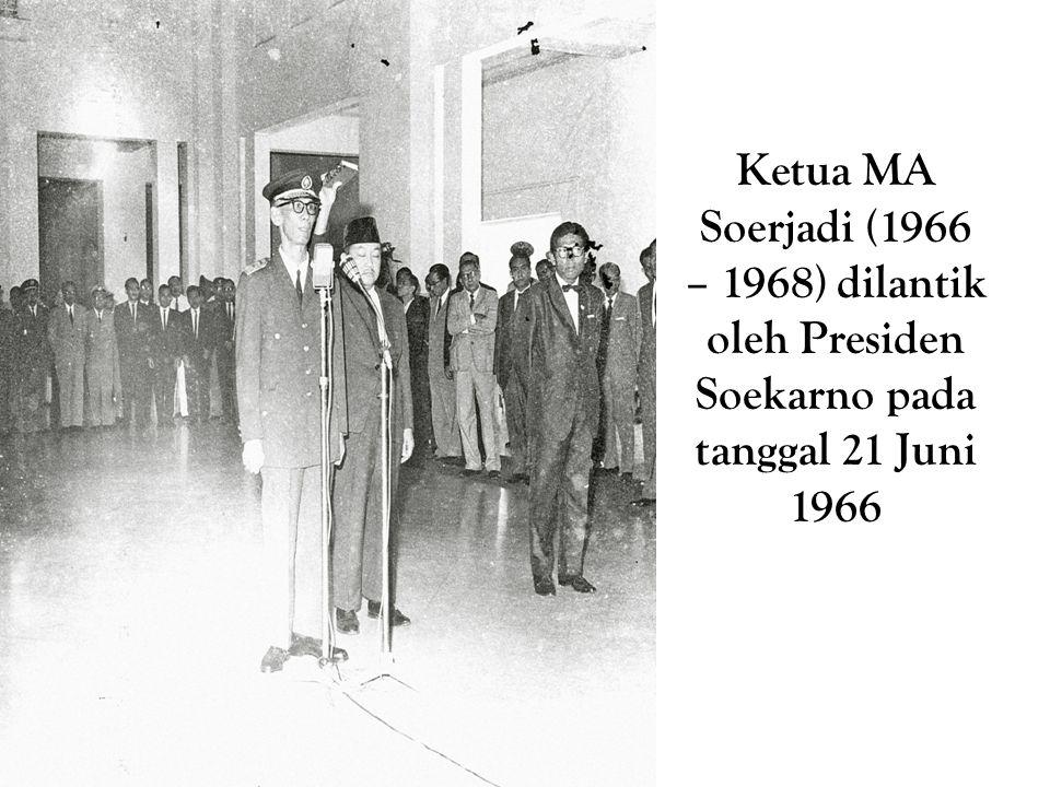Ketua MA Soerjadi (1966 – 1968) dilantik oleh Presiden Soekarno pada tanggal 21 Juni 1966