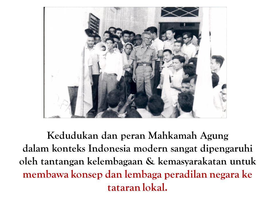 Kedudukan dan peran Mahkamah Agung dalam konteks Indonesia modern sangat dipengaruhi oleh tantangan kelembagaan & kemasyarakatan untuk membawa konsep