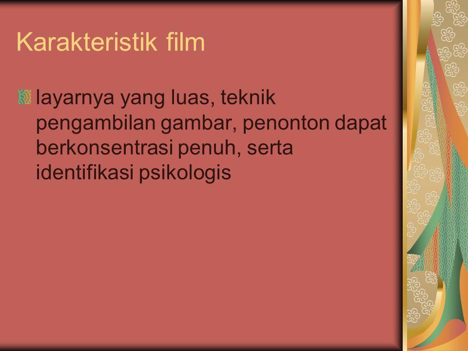 Karakteristik film layarnya yang luas, teknik pengambilan gambar, penonton dapat berkonsentrasi penuh, serta identifikasi psikologis