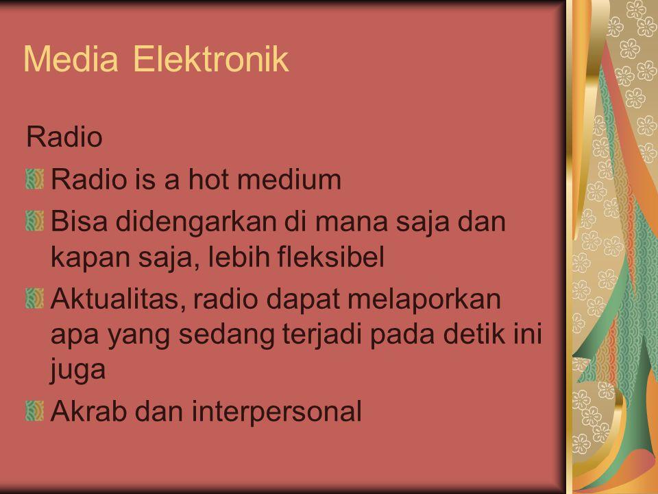 Media Elektronik Radio Radio is a hot medium Bisa didengarkan di mana saja dan kapan saja, lebih fleksibel Aktualitas, radio dapat melaporkan apa yang sedang terjadi pada detik ini juga Akrab dan interpersonal