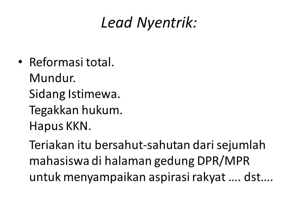 Lead Nyentrik: Reformasi total. Mundur. Sidang Istimewa. Tegakkan hukum. Hapus KKN. Teriakan itu bersahut-sahutan dari sejumlah mahasiswa di halaman g
