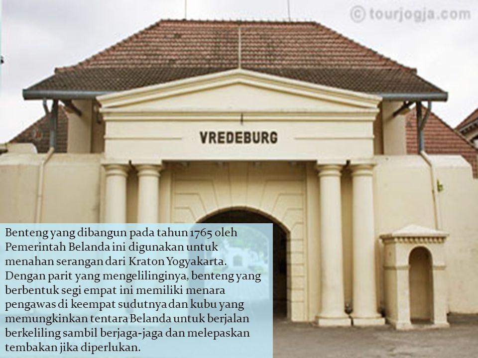 Benteng yang dibangun pada tahun 1765 oleh Pemerintah Belanda ini digunakan untuk menahan serangan dari Kraton Yogyakarta. Dengan parit yang mengelili
