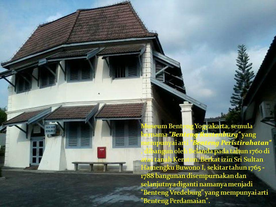Secara historis bangunan ini sejak berdiri sampai sekarang telah mengalami berbagai perubahan fungsi yaitu pada tahun 1760 - 1830 berfungsi sebagai benteng pertahanan, pada tahun 1830 -1945 berfungsi sebagai markas militer Belanda dan Jepang, dan pada tahun 1945 - 1977 berfungsi sebagai markas militer RI.