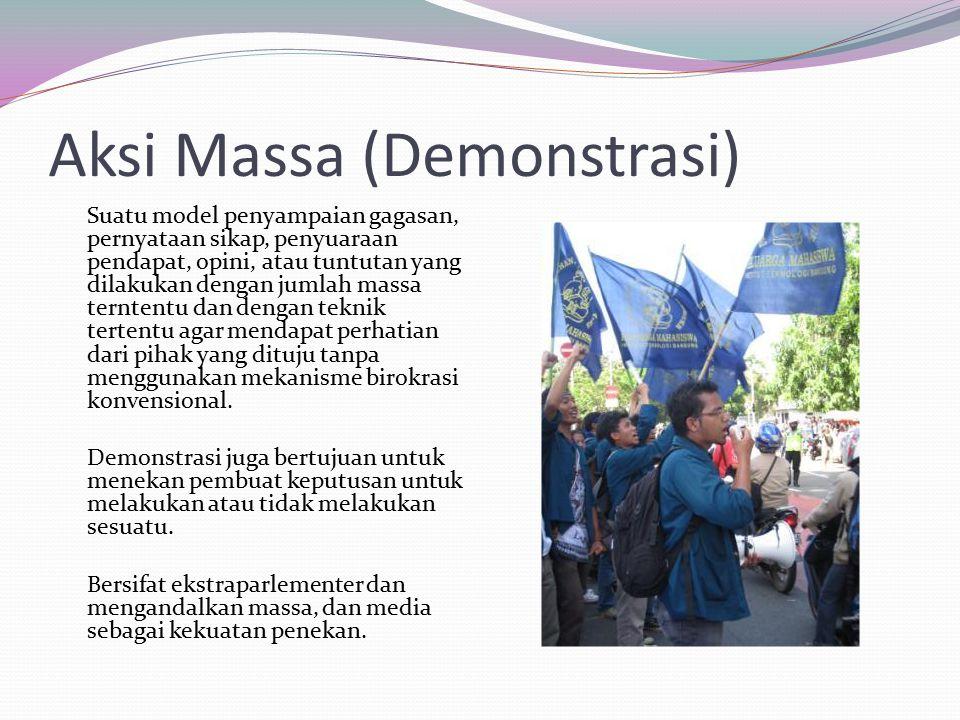 Aksi Massa (Demonstrasi) Suatu model penyampaian gagasan, pernyataan sikap, penyuaraan pendapat, opini, atau tuntutan yang dilakukan dengan jumlah massa terntentu dan dengan teknik tertentu agar mendapat perhatian dari pihak yang dituju tanpa menggunakan mekanisme birokrasi konvensional.