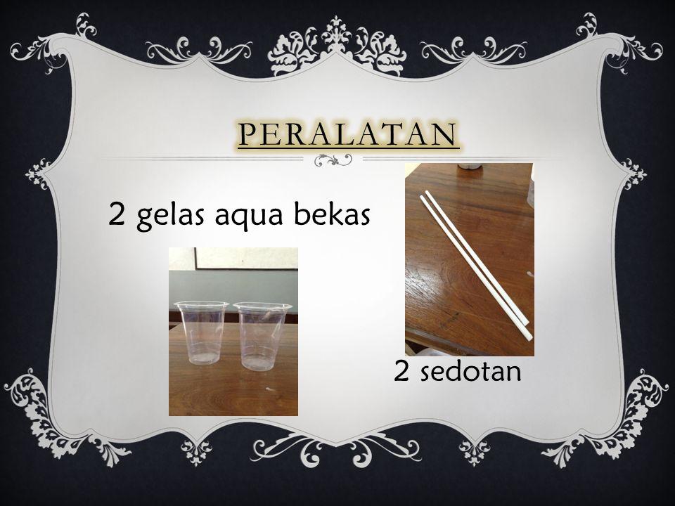 2 gelas aqua bekas 2 sedotan