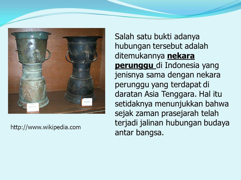 Salah satu bukti adanya hubungan tersebut adalah ditemukannya nekara perunggu di Indonesia yang jenisnya sama dengan nekara perunggu yang terdapat di daratan Asia Tenggara.