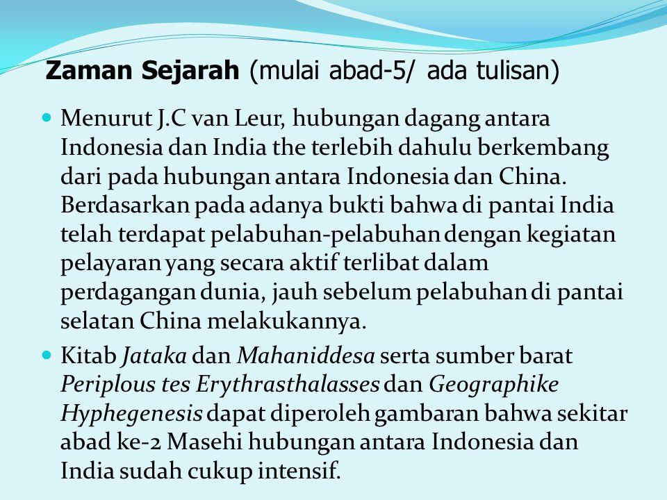 Menurut J.C van Leur, hubungan dagang antara Indonesia dan India the terlebih dahulu berkembang dari pada hubungan antara Indonesia dan China. Berdasa