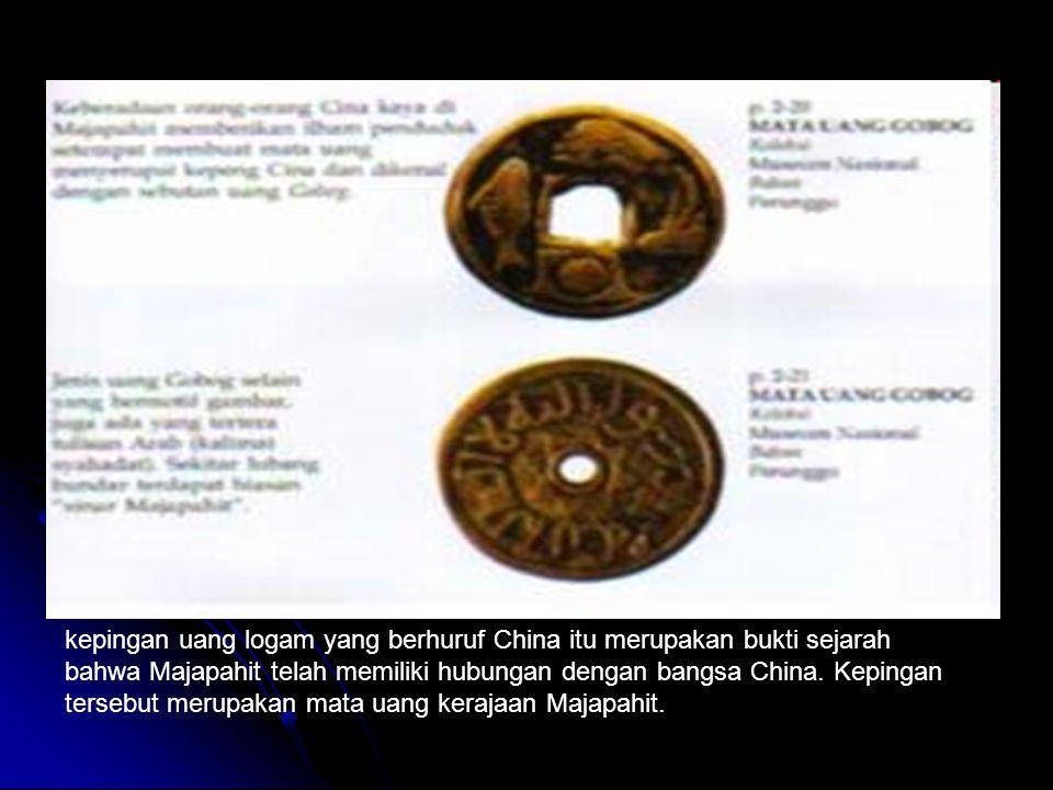 kepingan uang logam yang berhuruf China itu merupakan bukti sejarah bahwa Majapahit telah memiliki hubungan dengan bangsa China. Kepingan tersebut mer