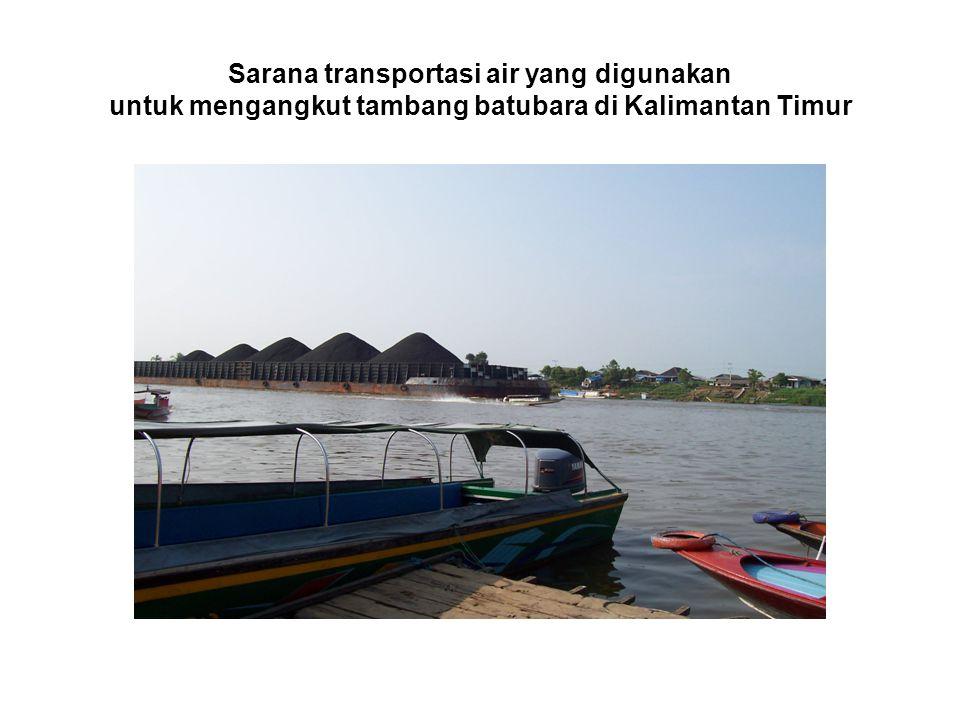 Sarana transportasi air yang digunakan untuk mengangkut tambang batubara di Kalimantan Timur