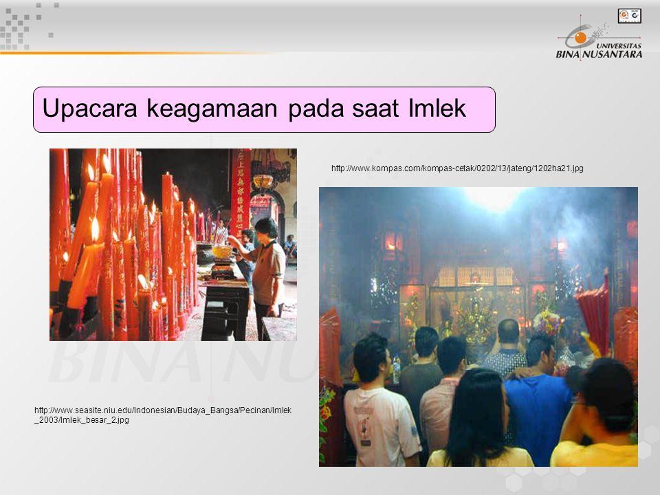 Upacara keagamaan pada saat Imlek http://www.seasite.niu.edu/Indonesian/Budaya_Bangsa/Pecinan/Imlek _2003/Imlek_besar_2.jpg http://www.kompas.com/komp