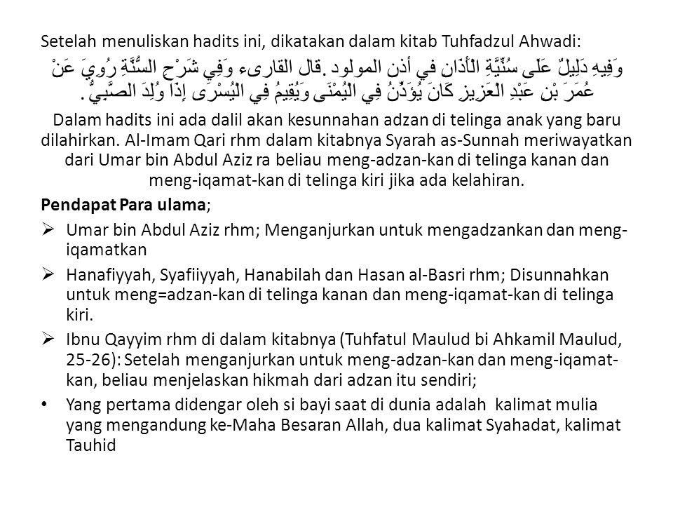 Setelah menuliskan hadits ini, dikatakan dalam kitab Tuhfadzul Ahwadi: وَفِيهِ دَلِيلٌ عَلَى سُنِّيَّةِ الْأَذَانِ في أذن المولود.