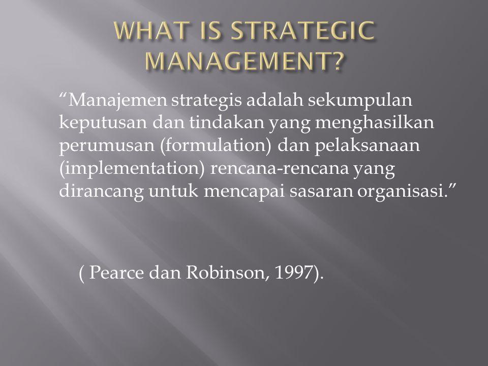"""""""Manajemen strategis adalah sekumpulan keputusan dan tindakan yang menghasilkan perumusan (formulation) dan pelaksanaan (implementation) rencana-renca"""