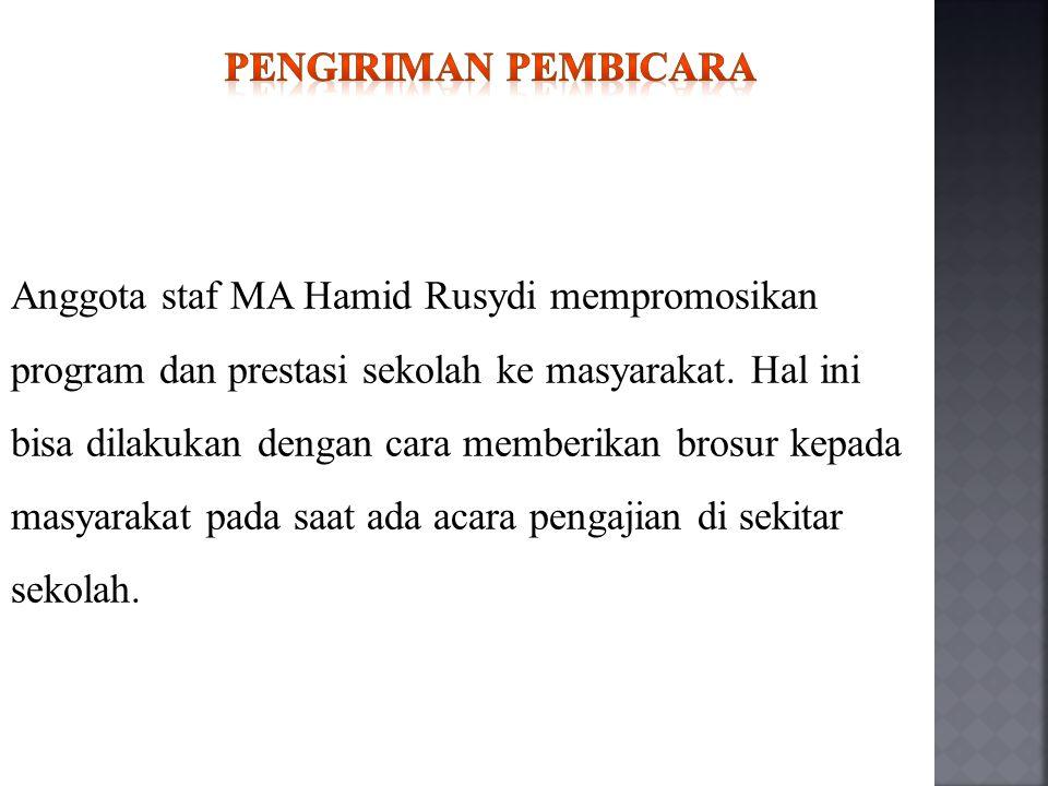 Anggota staf MA Hamid Rusydi mempromosikan program dan prestasi sekolah ke masyarakat. Hal ini bisa dilakukan dengan cara memberikan brosur kepada mas
