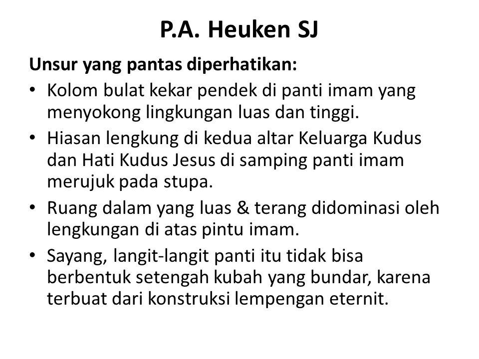 P.A. Heuken SJ Unsur yang pantas diperhatikan: Kolom bulat kekar pendek di panti imam yang menyokong lingkungan luas dan tinggi. Hiasan lengkung di ke