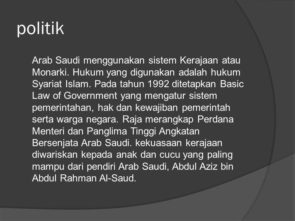 politik Arab Saudi menggunakan sistem Kerajaan atau Monarki. Hukum yang digunakan adalah hukum Syariat Islam. Pada tahun 1992 ditetapkan Basic Law of
