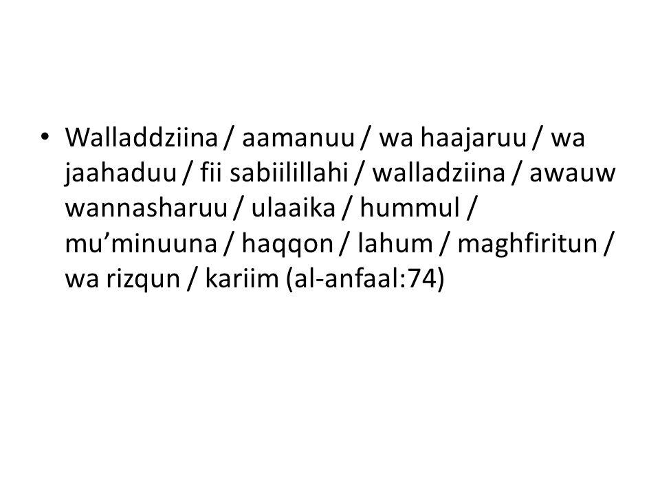 Walladdziina / aamanuu / wa haajaruu / wa jaahaduu / fii sabiilillahi / walladziina / awauw wannasharuu / ulaaika / hummul / mu'minuuna / haqqon / lah