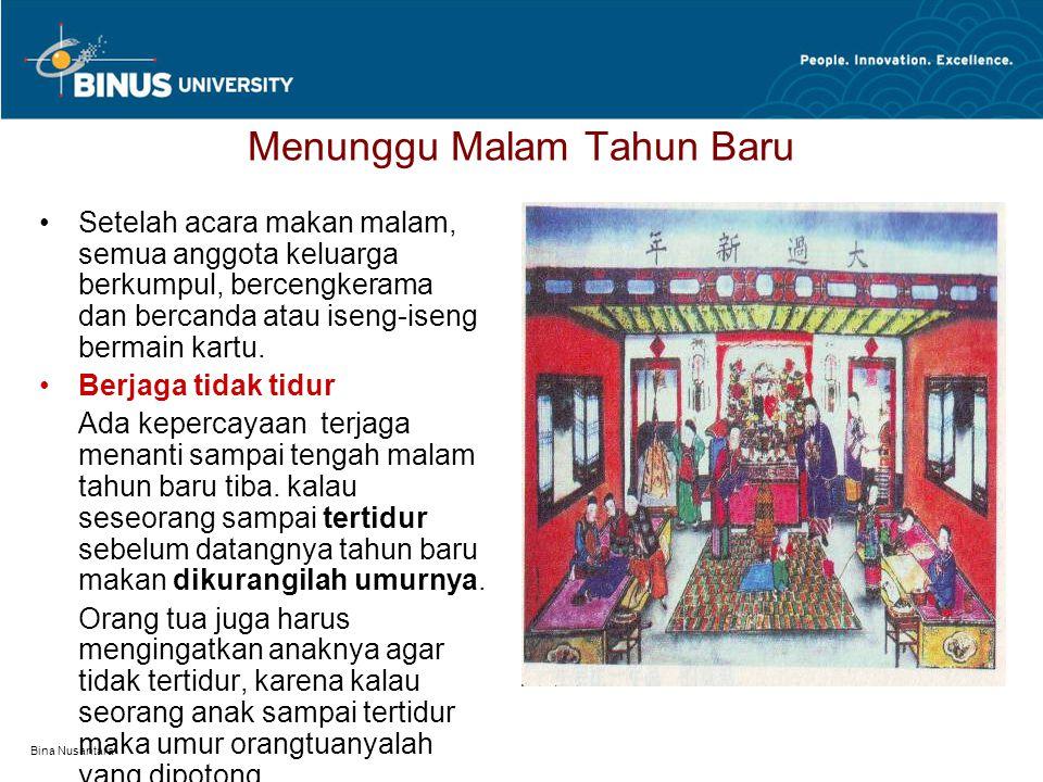 Bina Nusantara Menunggu Malam Tahun Baru Setelah acara makan malam, semua anggota keluarga berkumpul, bercengkerama dan bercanda atau iseng-iseng berm