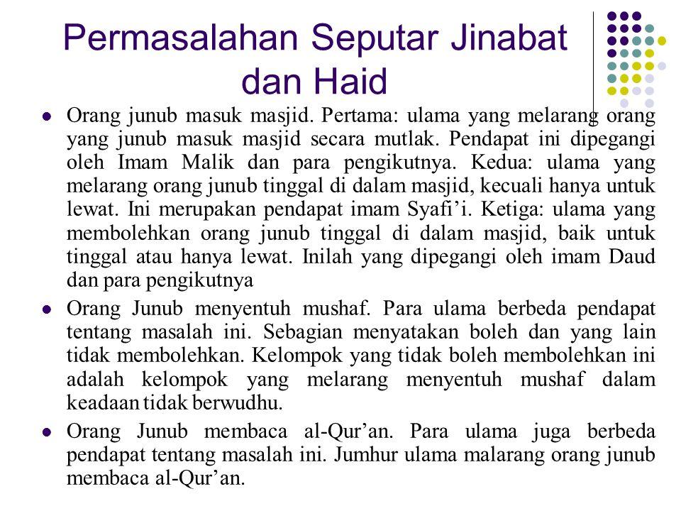 Permasalahan Seputar Jinabat dan Haid Orang junub masuk masjid. Pertama: ulama yang melarang orang yang junub masuk masjid secara mutlak. Pendapat ini