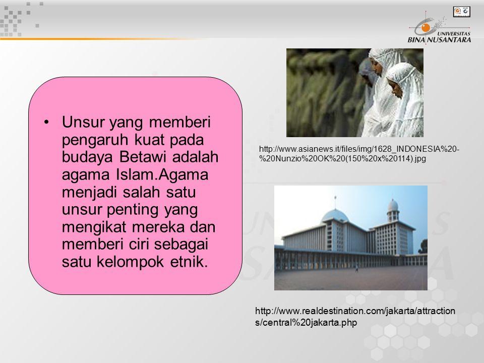Unsur yang memberi pengaruh kuat pada budaya Betawi adalah agama Islam.Agama menjadi salah satu unsur penting yang mengikat mereka dan memberi ciri se