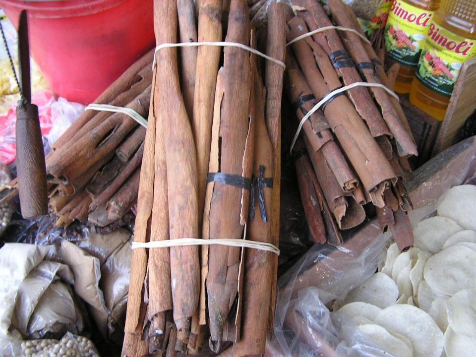 Cinnamomum burmanni Cinnamomum zeylanicum