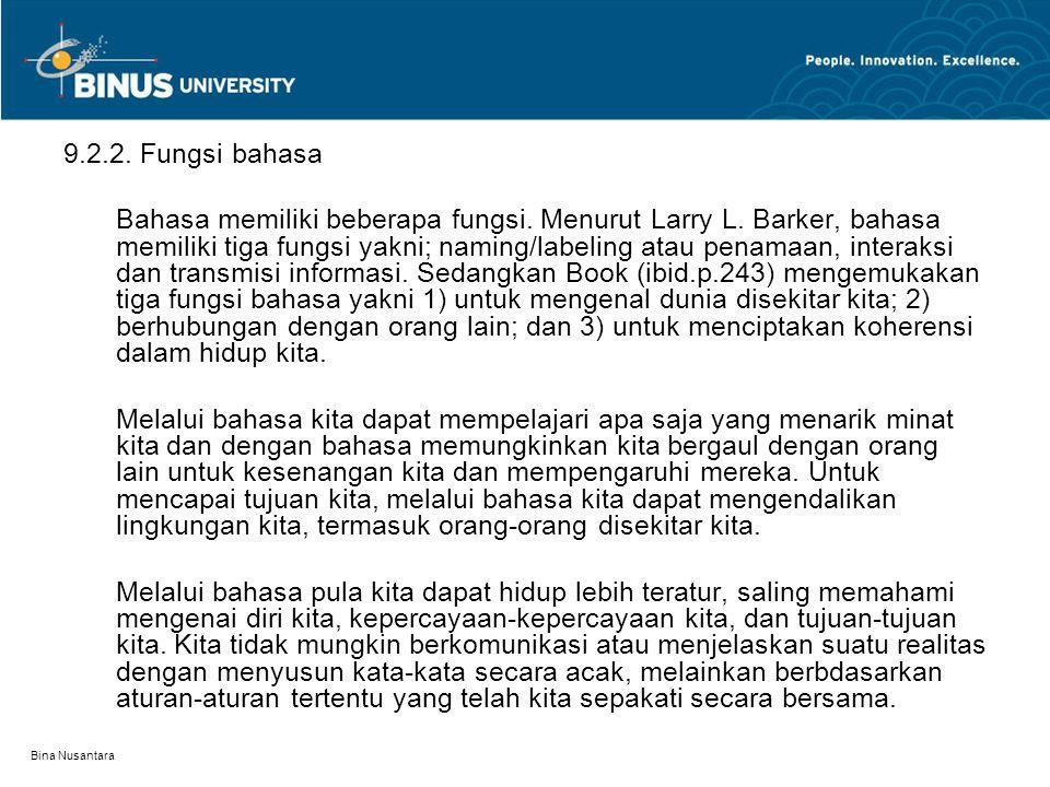 Bina Nusantara 9.2.2. Fungsi bahasa Bahasa memiliki beberapa fungsi. Menurut Larry L. Barker, bahasa memiliki tiga fungsi yakni; naming/labeling atau