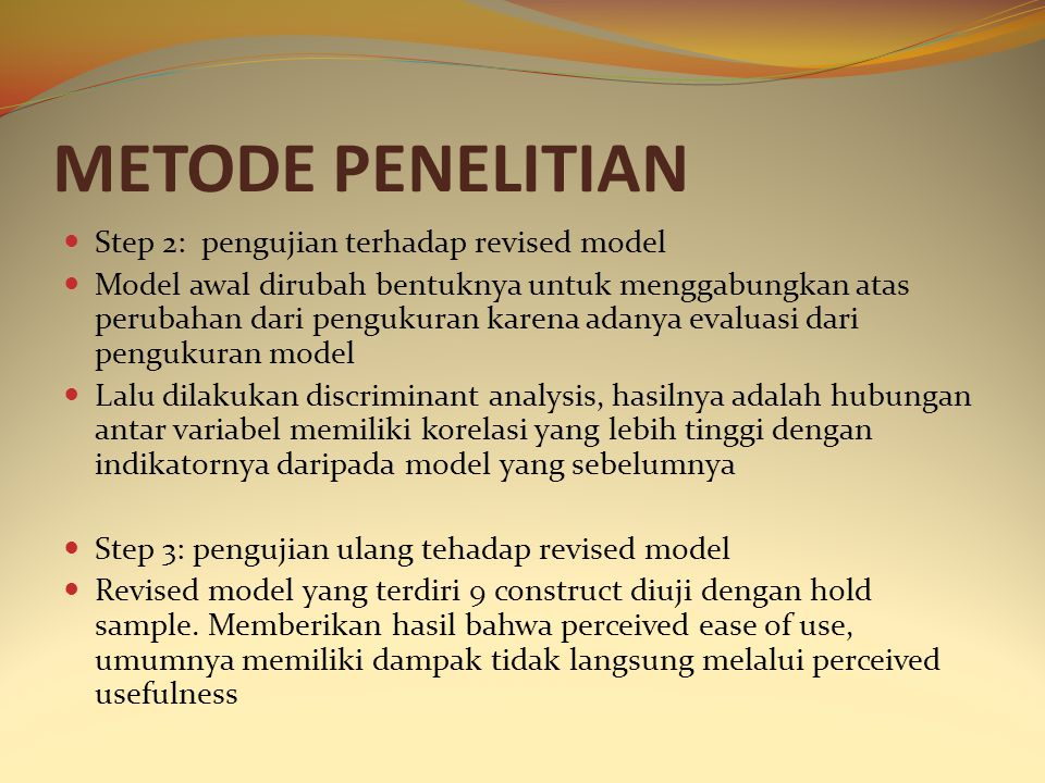 METODE PENELITIAN Step 2: pengujian terhadap revised model Model awal dirubah bentuknya untuk menggabungkan atas perubahan dari pengukuran karena adan