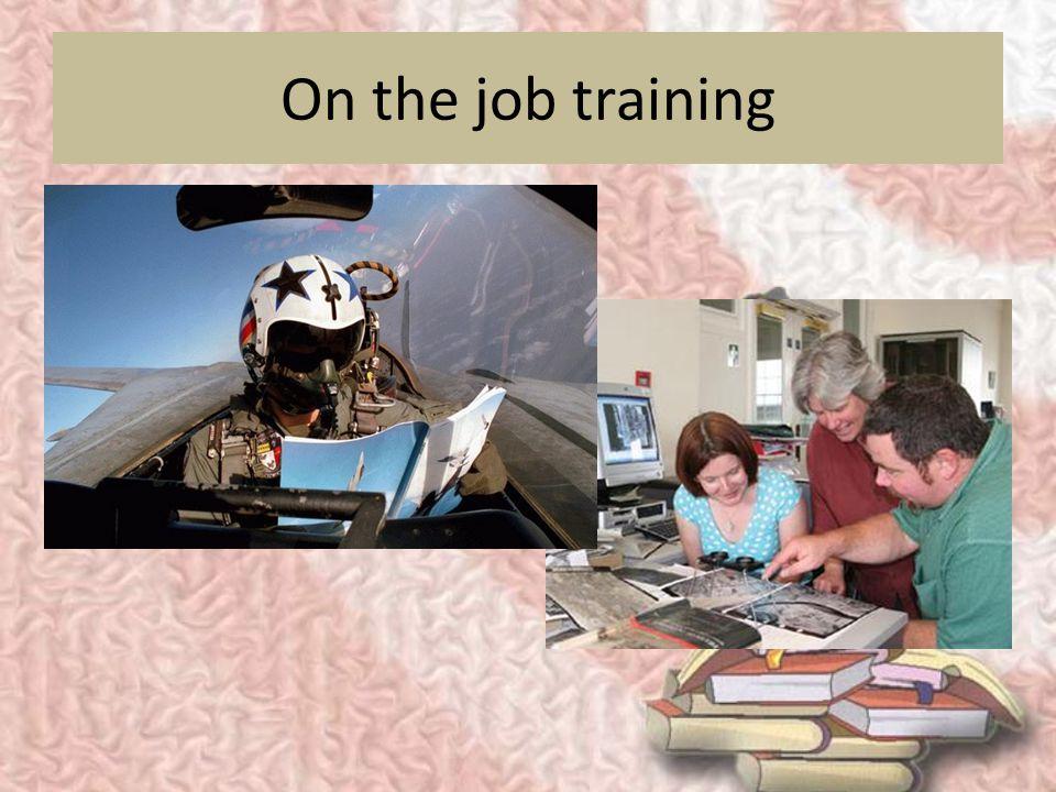 METODE PELATIHAN METODE ON-SITE 1. On the job training  biaya murah dan persiapan mudah  biaya murah dan persiapan mudah  trainer belum tentu berku