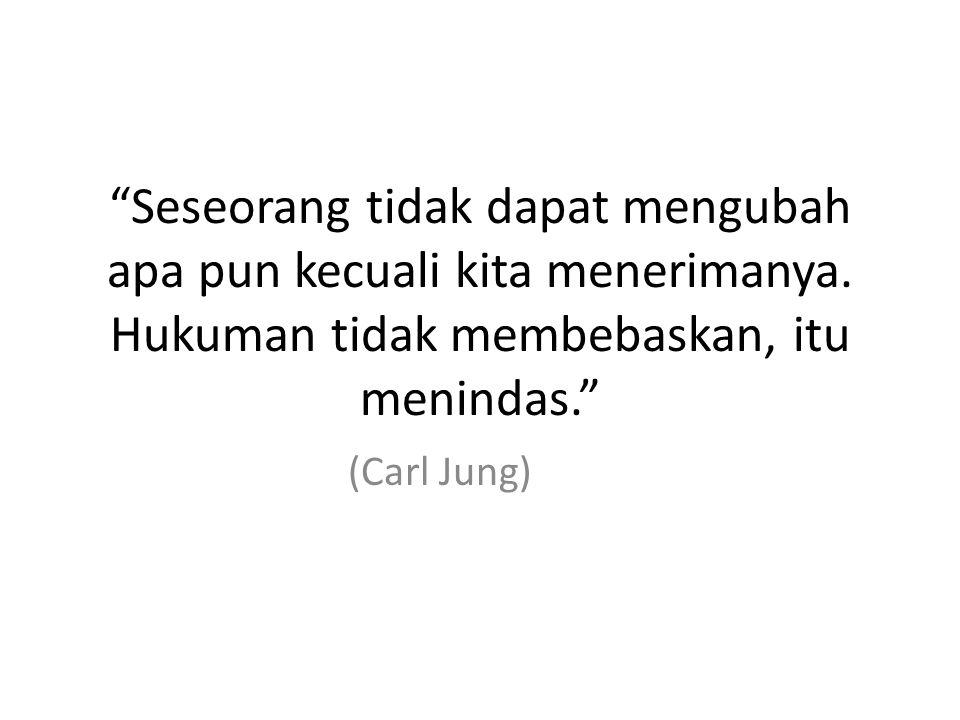 Seseorang tidak dapat mengubah apa pun kecuali kita menerimanya.