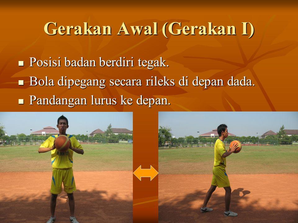 Gerakan II Bola dipegang di depan dada.Bola dipegang di depan dada.