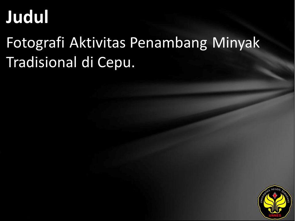 Judul Fotografi Aktivitas Penambang Minyak Tradisional di Cepu.