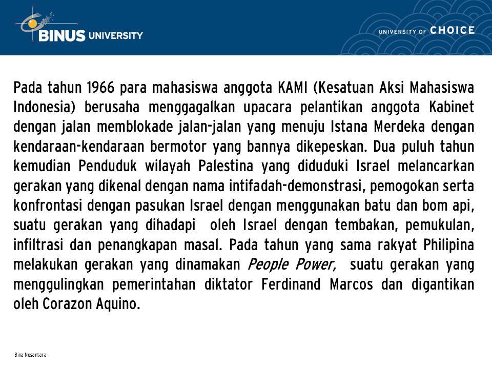 Bina Nusantara Pada tahun 1966 para mahasiswa anggota KAMI (Kesatuan Aksi Mahasiswa Indonesia) berusaha menggagalkan upacara pelantikan anggota Kabinet dengan jalan memblokade jalan-jalan yang menuju Istana Merdeka dengan kendaraan-kendaraan bermotor yang bannya dikepeskan.
