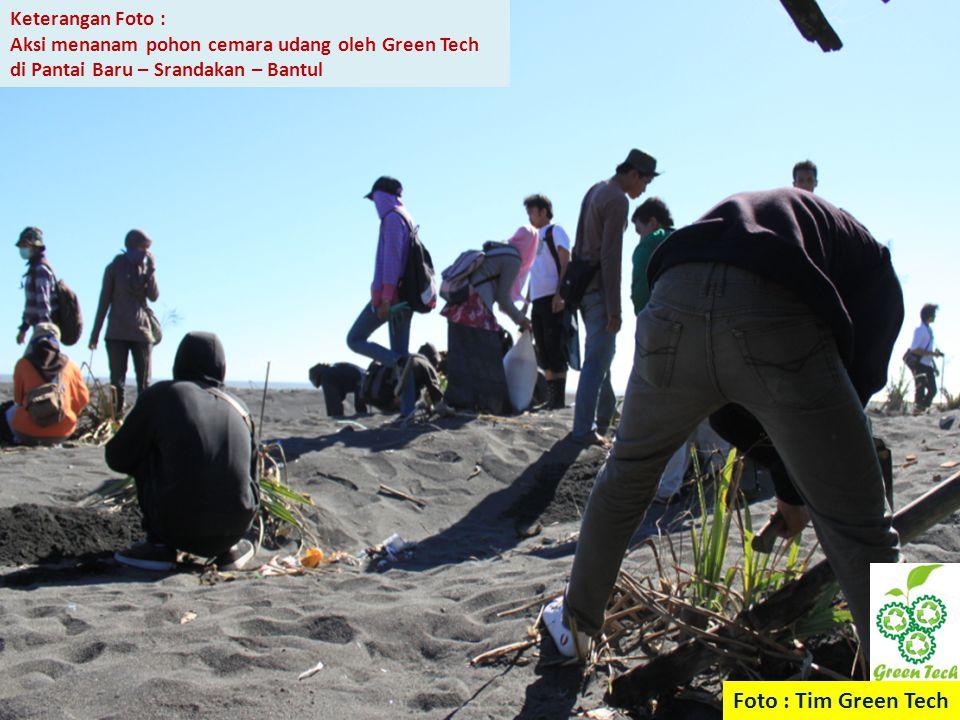 Foto : Tim Green Tech Keterangan Foto : Aksi menanam pohon cemara udang oleh Green Tech di Pantai Baru – Srandakan – Bantul