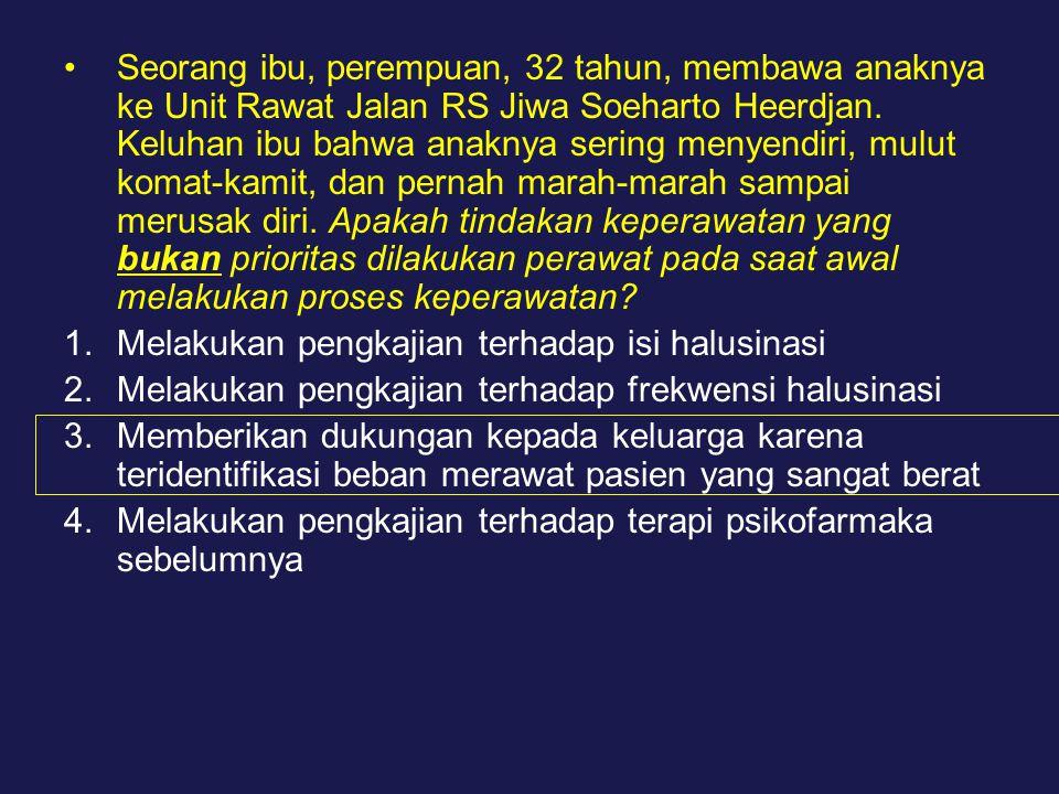 Seorang ibu, perempuan, 32 tahun, membawa anaknya ke Unit Rawat Jalan RS Jiwa Soeharto Heerdjan.