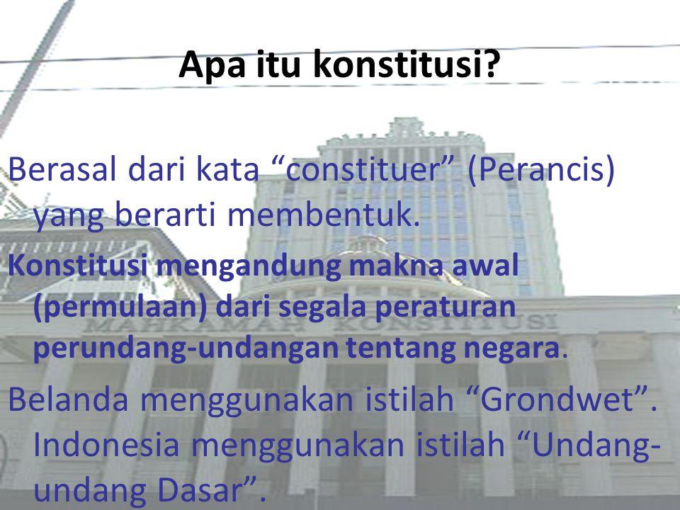 """Apa itu konstitusi? Berasal dari kata """"constituer"""" (Perancis) yang berarti membentuk. Konstitusi mengandung makna awal (permulaan) dari segala peratur"""