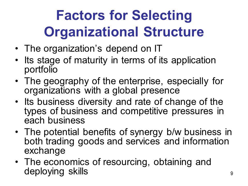 70 Cont… Strategi: kemampuan untuk mengidentifikasi dan mengevaluasi implikasi TI berbasis peluang sebagai bagian integral dari formulasi strategi bisnis dan mendefinisikan peran IS / IT dalam organisasi.