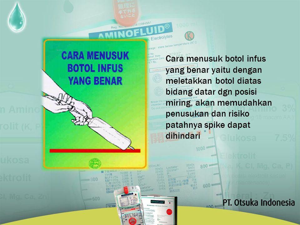 Cara menusuk botol infus yang benar yaitu dengan meletakkan botol diatas bidang datar dgn posisi miring, akan memudahkan penusukan dan risiko patahnya spike dapat dihindari