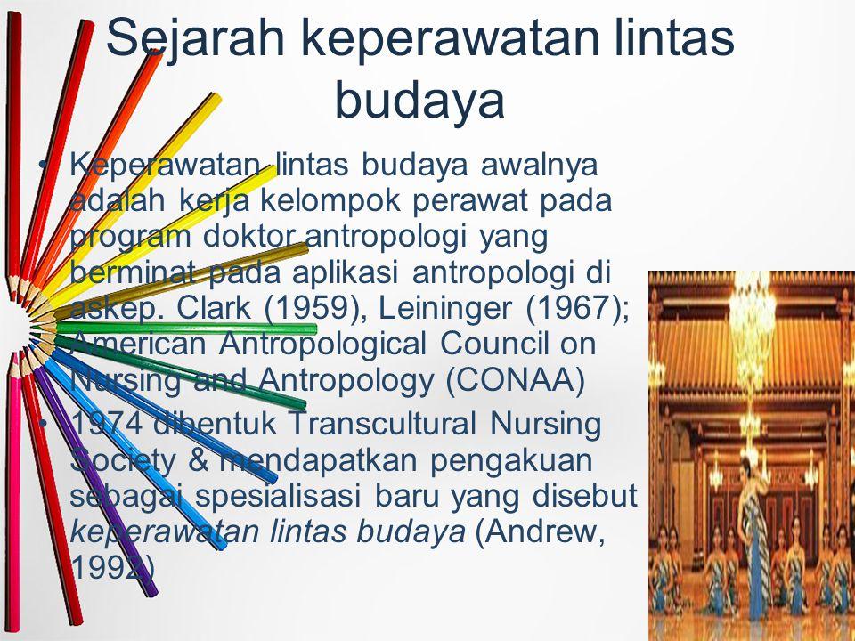 Sejarah keperawatan lintas budaya Keperawatan lintas budaya awalnya adalah kerja kelompok perawat pada program doktor antropologi yang berminat pada a