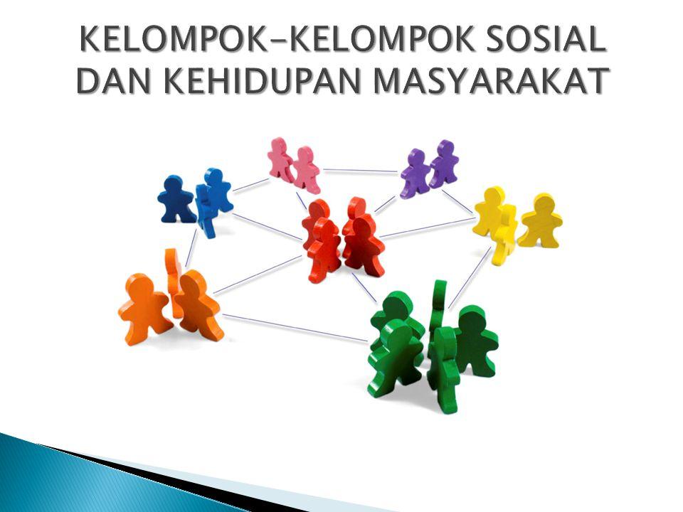 Untuk dapat membedakan dengan kelompok primer, tidak hanya dari batasan-batasan yang telah disebutkan, maka lebih tepat untuk membedakannya dari sudut hubungan atau interaksi social yang membentuk struktur kelompok social yang bersangkutan.