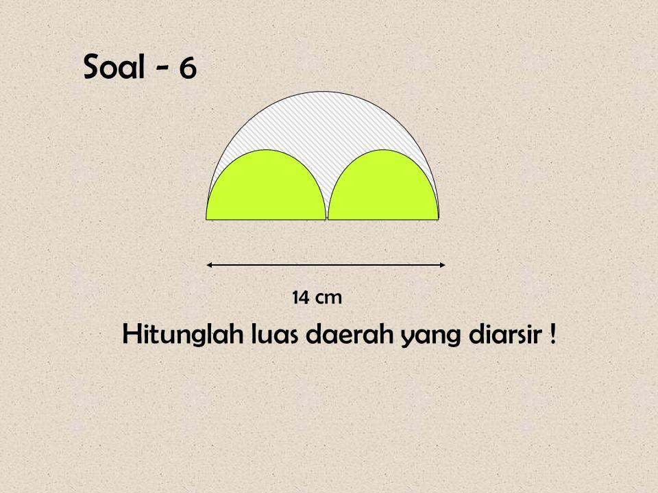 Pembahasan : Luas lingkaran yang diarsir : L = ½  r 2 = ½ x 22 / 7 x 21 x 21 = ½ x 22 x 63 = 11 x 63 = 693 cm 2 42 cm Lingkaran kecil diarsir = lingk