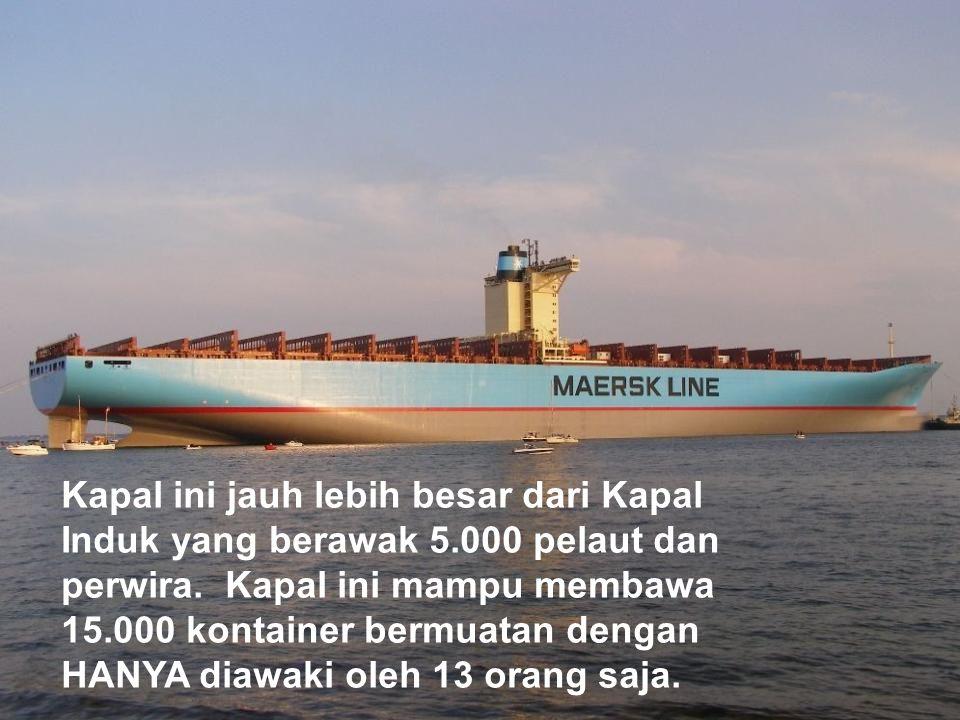 Kapal ini jauh lebih besar dari Kapal Induk yang berawak 5.000 pelaut dan perwira.