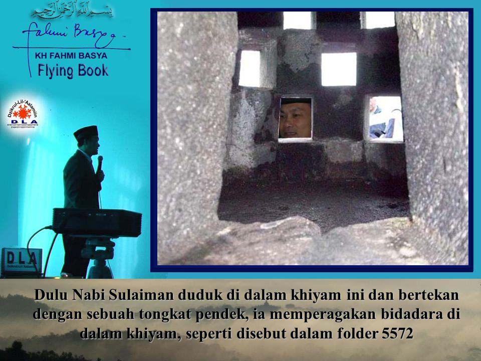Dulu Nabi Sulaiman duduk di dalam khiyam ini dan bertekan dengan sebuah tongkat pendek, ia memperagakan bidadara di dalam khiyam, seperti disebut dala