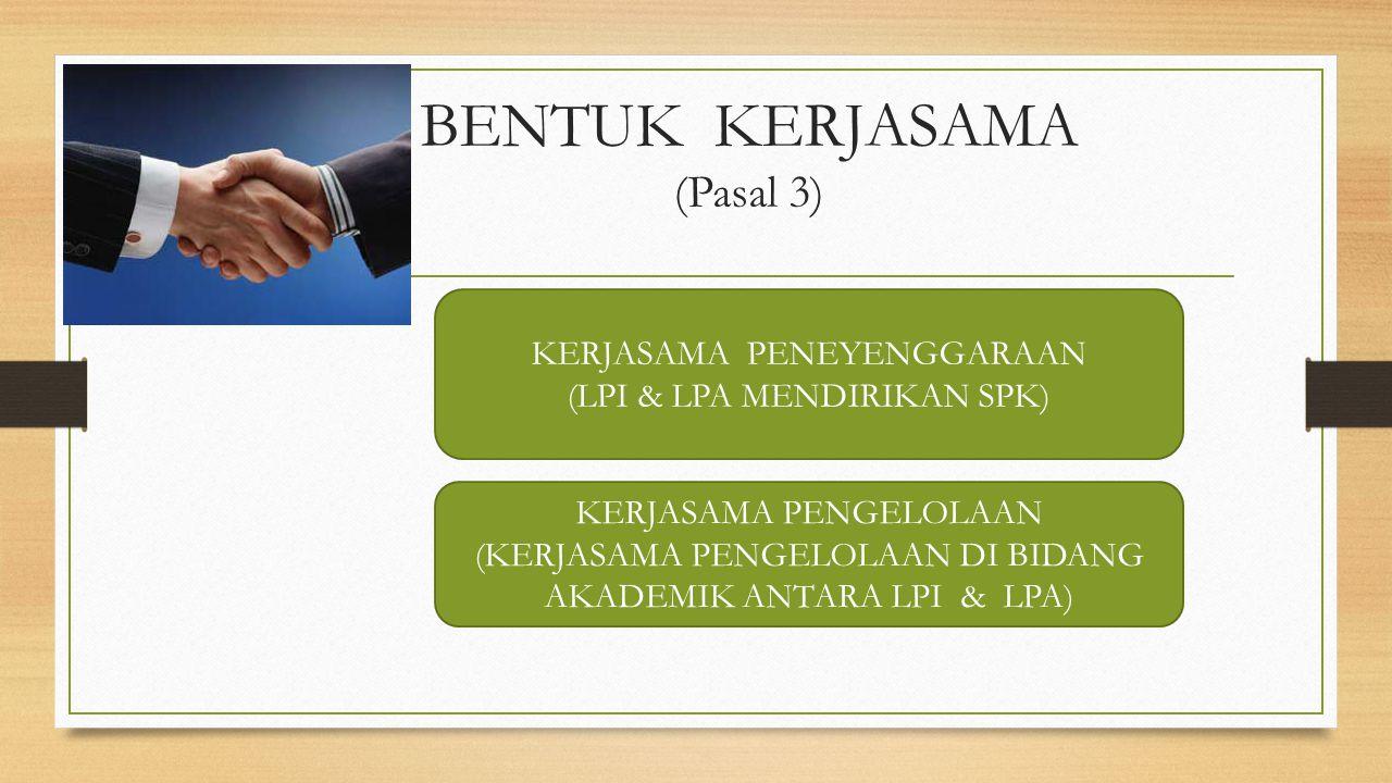 KURIKULUM sesuai dengan standar nasional pendidikan, dapat diperkaya dengan standar negara asing atau dapat menggunakan kurikulum negara lain Bagi WNI wajib memuat mata pelajaran Pendidikan Agama, Pendidikan Pancasila dan Kewarganegaraan, dan Bahasa Indonesia WNA diberi mata pelajaran Bahasa Indonesia dan Budaya Indonesia (Indonesian Studies)