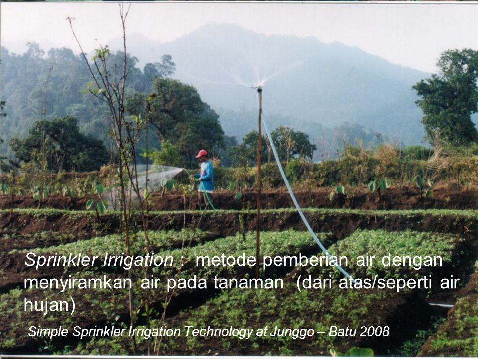 Simple Sprinkler Irrigation Technology at Junggo – Batu 2008 Sprinkler Irrigation : metode pemberian air dengan menyiramkan air pada tanaman (dari ata