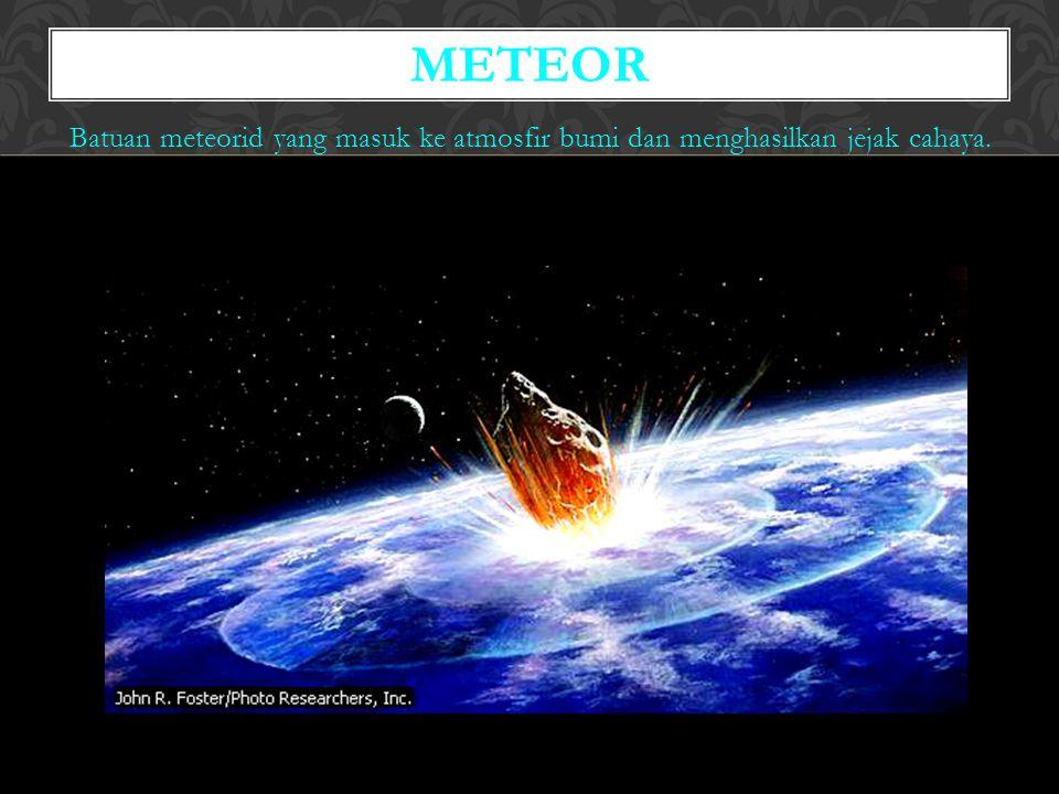 Batuan meteorid yang masuk ke atmosfir bumi dan menghasilkan jejak cahaya. METEOR