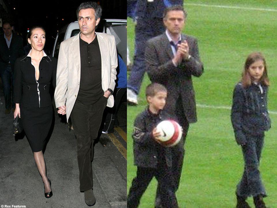 """ Mourinho terkenal dengan komentar- komentarnya yang sangat tajam dan kontroversial. Saat tiba di Chelsea pada 2004, ia menyebut dirinya sebagai """" Sa"""