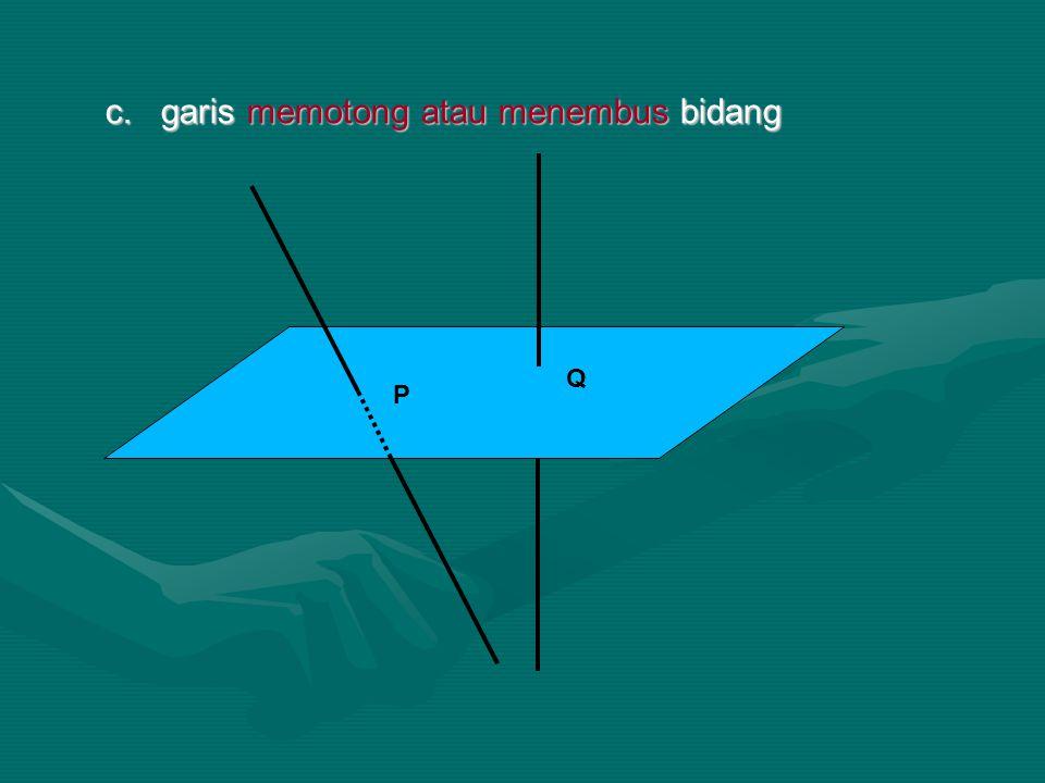 c. garis memotong atau menembus bidang P Q