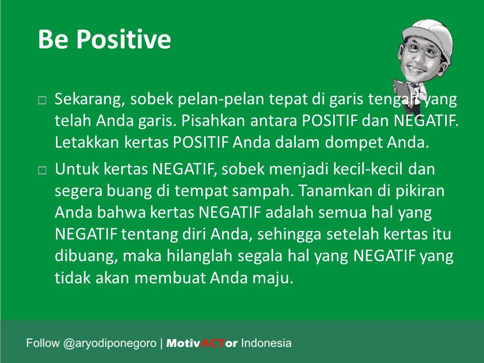 Be Positive  Sekarang, sobek pelan-pelan tepat di garis tengah yang telah Anda garis.