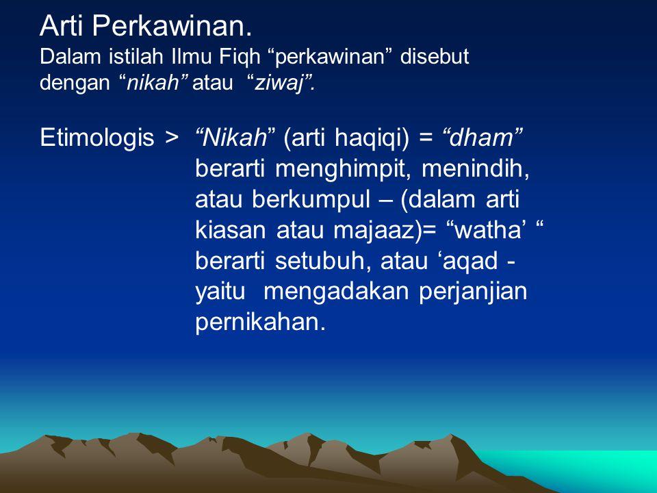 """Arti Perkawinan. Dalam istilah Ilmu Fiqh """"perkawinan"""" disebut dengan """"nikah"""" atau """"ziwaj"""". Etimologis > """"Nikah"""" (arti haqiqi) = """"dham"""" berarti menghim"""